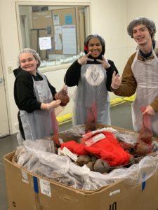 students packing beets at food bank